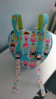 Tereskita: Srdíčkový batoh - whatever the weather by lisa tilse backpack :) Baby Sewing Projects, Sewing Patterns For Kids, Sewing For Kids, Fabric Gift Bags, Fabric Purses, Diy Bags No Sew, Diy Backpack, Sewing To Sell, Diy Back To School