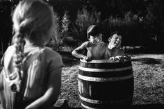 Decide Di Crescere I Suoi Figli Lontano Dalla Tecnologia: Le Loro Foto Fanno Sognare