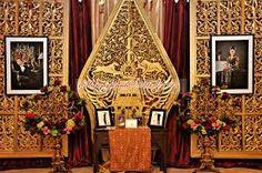 Hasil gambar untuk photobooth decor jawa Glasses Case Hard, Javanese Wedding, Traditional Decor, Dream Decor, Photo Booth, Weddingideas, Backdrops, Centerpieces, Wedding Planning