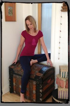 Squeezed Yoga Clothing's Navy Leggings and Berry Stretch Tee http://squeezed.ca/shop/squeezed-navy-yoga-leggings