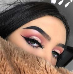 How To Apply Glitter Eye Makeup? , When you do your glitter eye makeup, you have to start with the eyes first. Falling under the eyes of the sim grains, skin make it look impeccable. Eyeshadow Tips, Pigment Eyeshadow, Eye Makeup Tips, Eyeshadow Looks, Makeup Goals, Makeup Trends, Makeup Inspo, Eyeshadow Makeup, Makeup Inspiration
