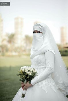 niqabi bride Muslim Wedding Gown, Hijab Wedding Dresses, Bridal Wedding Shoes, Bridal Lace, Vail Wedding, Dress Wedding, Wedding Ideas, Bridal Hijab, Hijab Bride