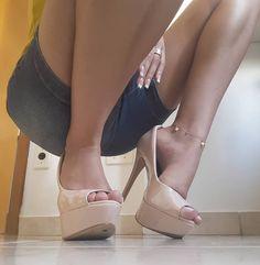 Um ângulo do vídeo que gravei hoje #pezinhosdedinhos #feetlove #curvinhas #rainhafeet#solinhas #apaixonadosporpes #podinhos #podolotrasbrasil #footfetish #feet#sexyfeetnation #pés #pezinhos #pesparaamar#pesfemininos #podolatria #feet #footfetiche #pezinhos #belospes #belospezinhos #belospezinhosfemininos #podo #perfectfeet #footmodel #saltoalto #brazilianfeet #barefeet #footfetish #pesbrasil