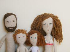 A family of dolls by Etsy seller Matilde Beldroega.