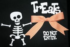 Glow in the Dark Iron On/Heat Transfer Vinyl created Trick or Treat bag: http://joyslife.com/halloween-vinyl-decorated-trick-or-treat-bag-give-away