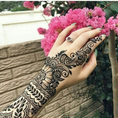 This article is also about Latest Hand Mehndi Designs 2018 for Girls and here you will find some of Latest Mehndi Designs 2018 that will make your heart. Henna Hand Designs, Mehandi Designs, Henna Tattoo Designs Arm, Mehndi Designs 2018, Mehndi Design Images, Beautiful Henna Designs, Mehndi Designs For Hands, Bridal Mehndi Designs, Bridal Henna
