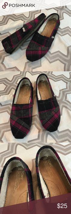 TOMS sz8.5 black/pink/gray plaid slip on shoes Excellent used condition TOMS sz8.5 black/pink/gray plaid slip on shoes... TOMS Shoes Flats & Loafers