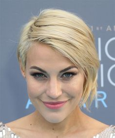 Erin-Darling-Short-Straight-Hairstyle 25 Classy And Trendy Celebrity Short Hairstyles Short Curly Haircuts, Short Straight Hair, Straight Hairstyles, Hairstyle Short, Casual Hairstyles, Trending Hairstyles, Hairstyles Haircuts, Celebrity Short Hair, Celebrity Hairstyles