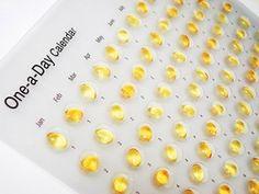 """kalendarz """"One a Day Calendar"""" - kapsułki tranu na każdy dzień projekt: Dominic Wilcox"""