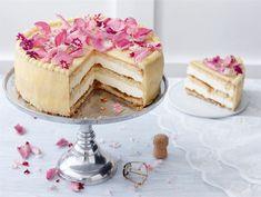 Shampanjamoussekakku Finnish Recipes, Cake Decorating For Beginners, 20 Min, Cute Cakes, Desert Recipes, No Bake Cake, Vanilla Cake, Food Inspiration, Mousse