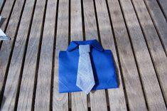 LILLE BLÅ: Brette skjorte servietter =)