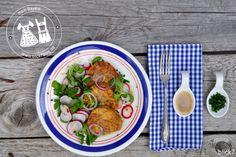 """Ich mag Bayern. Und weil ich Bayern wirklich mag, führe ich jetzt eine neue Rubrik auf dem Blog ein: """"mein Bayern"""". Immer mittwochs schreibe ich ab heute über Rezepte, schöne Orte, Traditionen, Eigenheiten und vieles mehr, was Bayern für mich so liebenswert macht. Kommt Ihr mit? Heute gibt es Brez'nknödel-Salat. Kennt Ihr das? Manche Gerichte sind sooo lecker und trotzdem macht man sie viel zu selten? So geht es mir mit Brez'nknödelsalat. [Ich muss ja gestehen: Ich hab noch nie Knödel selber…"""