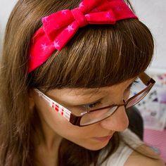 Heute zeige ich euch, wie ihr ein süßes sommerliches Haarband mit Schleife selber nähen könnt. Die Maßangaben habe ich in 5 Größen vorbereitet, so dass ihr das Haarband passend für Babies, Kleinkinder und Erwachsene nähen könnt. Die Angaben entsprechen der … weiterlesen