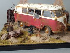 "VW type II bus ""Rusted"" diorama. 1:35 scale"