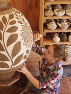 Kate Johnston creates wood fired pottery in Seagrove, North Carolina. She studied at Alfred University and Wheaton Arts and Cultural Center. She now works at Daniel Johnston Pottery. Ceramic Pots, Ceramic Clay, Ceramic Pottery, Pottery Art, Ceramic Techniques, Pottery Techniques, Sgraffito, Sculptures Céramiques, Pottery Designs