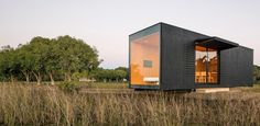 Em uma fazenda, casa-contêiner de 27 m² serve de moradia temporária - Casa e Decoração - UOL Mulher