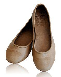 Wardrobe essentials at Constanci. Adorable leather ballerinas from Elf. www.constanci.com