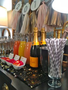 ring in years day brunch, mimosa bar, tassle garland Ring in 2014 . New Year's Brun New Years Day Brunch Ideas, New Years Eve Day, Mothers Day Brunch, New Years Day Dinner, Brunch Party Decorations, Brunch Decor, Tassle Garland, Birthday Brunch, 25 Birthday