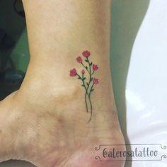 #flores #tattooflores #minitattoo #tattoorosa #tatuagemescrita #tattoodelicada #tatuagemdelicada #tatuagensdelicadas #tattooparamulheres #tatuagemparamulheres#tattoo #tatuagem #linetattoo #traçosfinos #traçofino #tattoosp #esperança #linhafina #linhasfinas #tattoopulso #tatuadora #tatuadoras