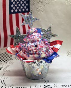 No calorie cupcakes for the 4th of July with Mod Podge Collage Clay!