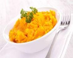 Purée de potimarron et pommes de terre à la muscade : http://www.cuisineaz.com/recettes/puree-de-potimarron-et-pommes-de-terre-a-la-muscade-77105.aspx