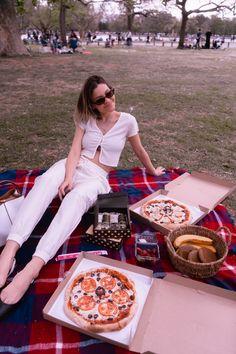3 LOOKS A LA MODA CON PANTALONES CARGO BLANCOS | Mary Wears Boots