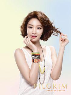 slightly wavy chin length bob; Ko Joon-hee