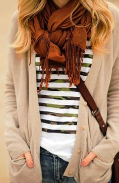 Unique way to tie scarf - tried to do this and forgot how so now I'm pinning it. INCLUDES VIDEO! Love her shirt!