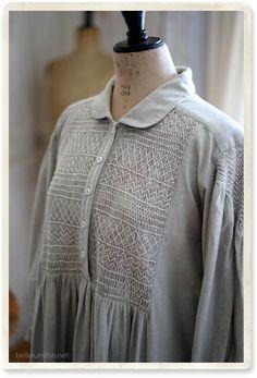 イギリス スモッキング刺繍ワンピ - 【Belle Lurette】ヨーロッパ フランス アンティークレース リネン服の通販