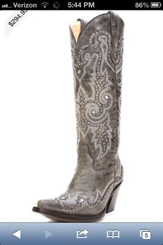 Perfect cow girl boots for a wedding