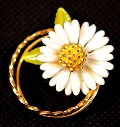 Daisy Flower Brooch by GenusJewels on Etsy