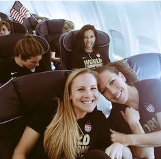 World champs Kelley O'Hara Amy Rodriguez Lauren Holiday Christen Press Us Soccer, Soccer Stars, Play Soccer, Female Football Player, Soccer Players, Fifa, Soccer Images, Soccer League, Soccer Quotes