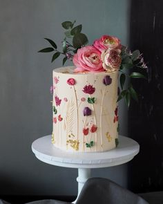 Be inspired by these pretty wedding cakes! We are having a major swoonnsesh over these gorgeous wedding cakes. These latest wedding cakes are the latest instragram wedding cake trend from fabulous artist cake designers. Pretty Birthday Cakes, Pretty Wedding Cakes, Pretty Cakes, Cute Cakes, Elegant Birthday Cakes, Elegant Cakes, Gorgeous Cakes, Amazing Cakes, Bolos Naked Cake