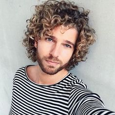 long curly hair for men / curly hair men inspiration / cabelos cacheados homens / free the curls / curly Long Curly Hair Men, Haircuts For Curly Hair, Curly Hair Cuts, Curled Hairstyles, Haircuts For Men, Hairstyles Haircuts, Men Hair, Curly Girl, Hair And Beard Styles