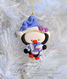 Handcrafted Polymer Clay Penguin Ornament por MyJoyfulMoments