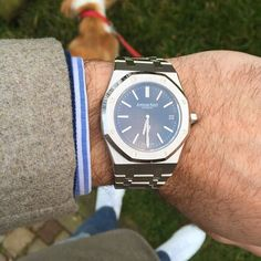 womw:Such a great piece of industrial design: Audemars Piguet Royal Oak 15202ST Extra Thin Jumbo Automatic 39mm, blue dial. Shirt via @newtailor, pull by @johnsmedleyknitwear, jacket by @boggimilanoofficial,ers by @commonprojects by watchcontext from Instagram http://ift.tt/1Rht3ta