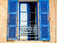 Les volets bleus du village de Moustiers-Sainte-Marie, Verdon