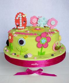 Flowers, Buttons & more ... - by miettes @ CakesDecor.com - cake decorating website