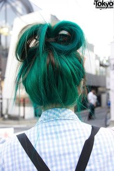 I love this colorful hair,  hairstyle. I tend to dye my hair alot, more than I probably should. I have been doing different colors since I was fifteen. I feel like dying and reinventing your style is a non-ending cycle.