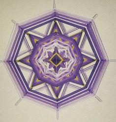 Mandala Ojo de Dios Proyecto Chakra  púrpura por BeHappyMandalaShop