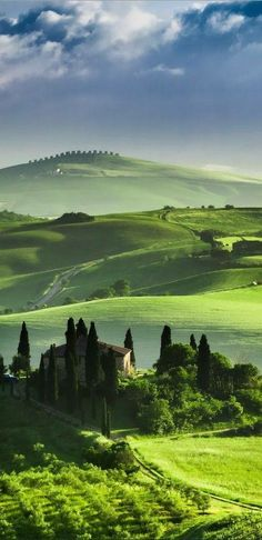 The green lush rolling hills of ~ Tuscany, Italy // Travel Inspiration, Guides & Tips Places Around The World, Oh The Places You'll Go, Places To Travel, Places To Visit, Dream Vacations, Vacation Spots, Vacation Packages, Photos Voyages, Tuscany Italy