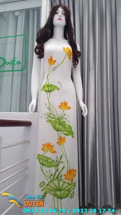 Vải áo dài vẽ Saree Painting, Dress Painting, Fabric Painting, Fabric Paint Shirt, Wildflower Drawing, Hand Painted Sarees, Fabric Paint Designs, French Beaded Flowers, Painted Clothes