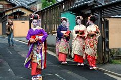 10 Free Things to do in Kyoto, Japan    - See Geisha, enjoy bamboo forests, learn traditional arts, visit Royal Palaces and more.    http://www.lashworldtour.com/2011/08/10-free-things-to-do-in-kyoto-japan-pt-1.html