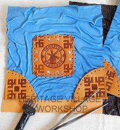 Удмуртия . Процесс работы над кожаной сумкой с символикой музея-заповедника Лудорвай . Изделие выполняется из овечьей кожи насыщенного голубого цвета , вставки с тиснением из кожи КРС . #удмуртия , #музей_лудорвай , #udmurtia , #ludorvay , #leather_bags , #leathercraft , #удмуртский_орнамент , #мельница , #сувениры_удмуртии , #подарки_из_удмуртии , #народные_промыслы_удмуртии , #ремёсла_удмуртов , #тиснеие