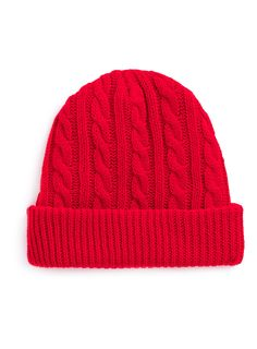 I love when Taylor wears RED  beanies. She can rock anything and everything with just a beanie <3