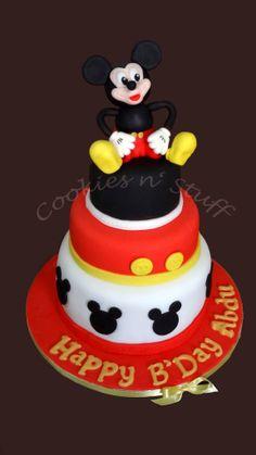 Mickey Mouse fondant taart voor 18-20 personen.