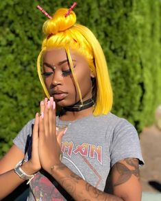 15 Awesome Hairstyles With Yellow Hair Color for Black Women Afro Hair Style, Natural Hair Styles, Short Hair Styles, Wig Styles, Design Textile, Asian Doll, Yellow Hair, Hair Laid, Fashion Mode