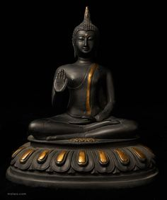 A second Buddha with the half-closed eyes of meditation. This is an elegant figure with clean lines and pure forms.