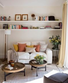 Gorgeous 47 Neat and Cozy Living Room Ideas for Small Apartment kleine wohnung wohnzimmer Gorgeous 47 Neat and Cozy Living Room Ideas for Small Apartment Living Pequeños, Small Living Rooms, Home And Living, Living Room Designs, Modern Living, Living Room No Tv, Living Room Wall Shelves, Modern Room, Bedroom With Tv