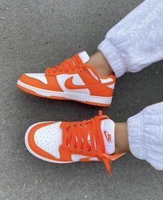 Dr Shoes, Cute Nike Shoes, Swag Shoes, Cute Nikes, Nike Air Shoes, Hype Shoes, Orange Nike Shoes, Sneakers Mode, Cute Sneakers